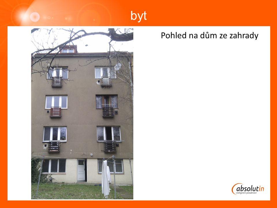 byt Pohled na dům ze zahrady