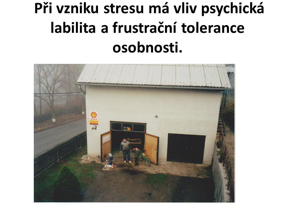 Při vzniku stresu má vliv psychická labilita a frustrační tolerance osobnosti.