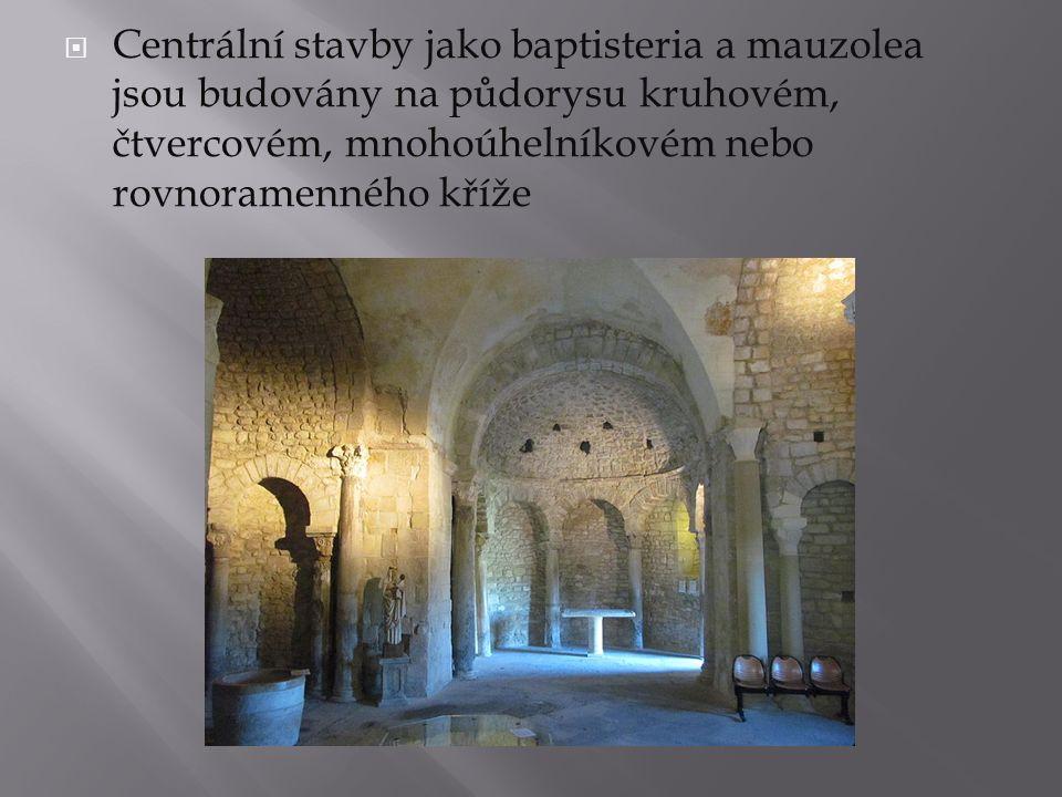  Centrální stavby jako baptisteria a mauzolea jsou budovány na půdorysu kruhovém, čtvercovém, mnohoúhelníkovém nebo rovnoramenného kříže