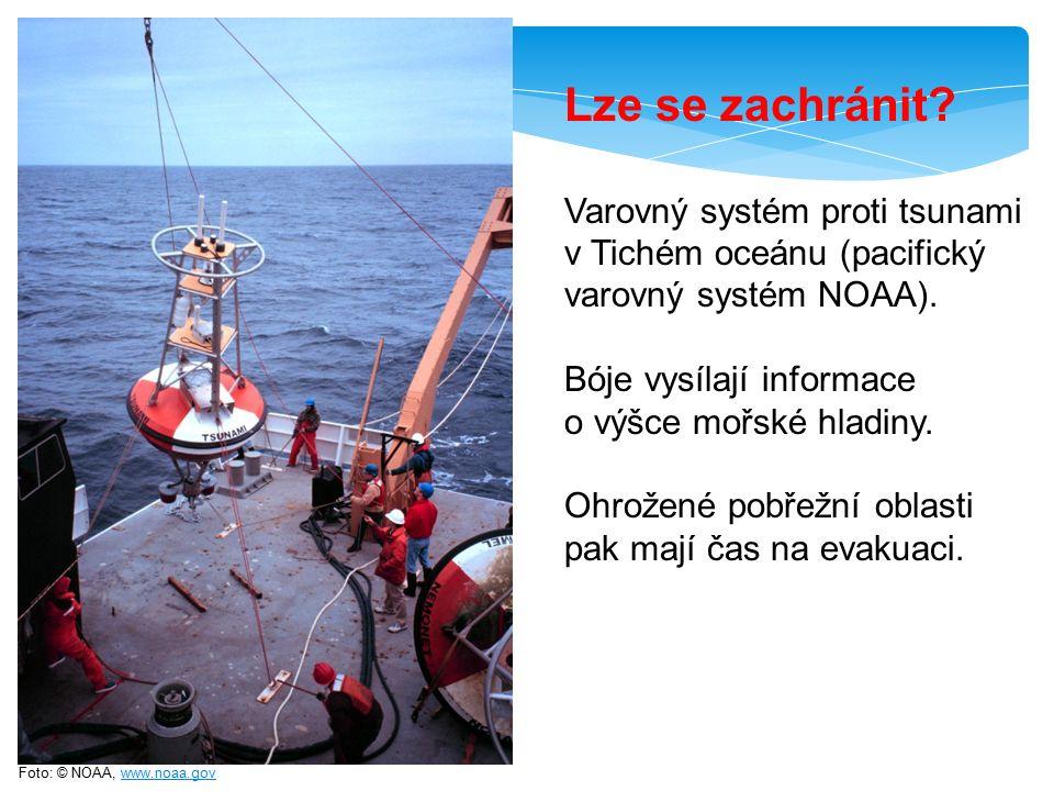 Foto: © NOAA, www.noaa.govwww.noaa.gov Varovný systém proti tsunami v Tichém oceánu (pacifický varovný systém NOAA). Bóje vysílají informace o výšce m