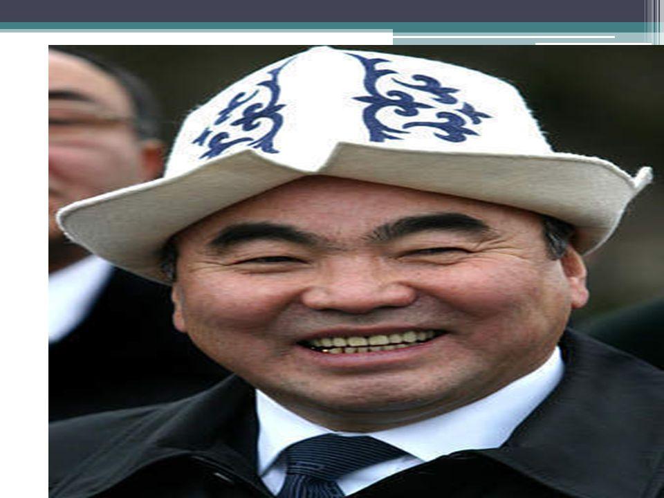 Historické pozadí konfliktu - Tulipánová revoluce Hlavní představitel Kurmande Bakijev (Lidové hnutí Kyrgyzstánu) – zasadil se o odvolání Akajeva Odjezd Akajeva z republiky  prezidentem přechodně jmenován Bakijev - od 26.