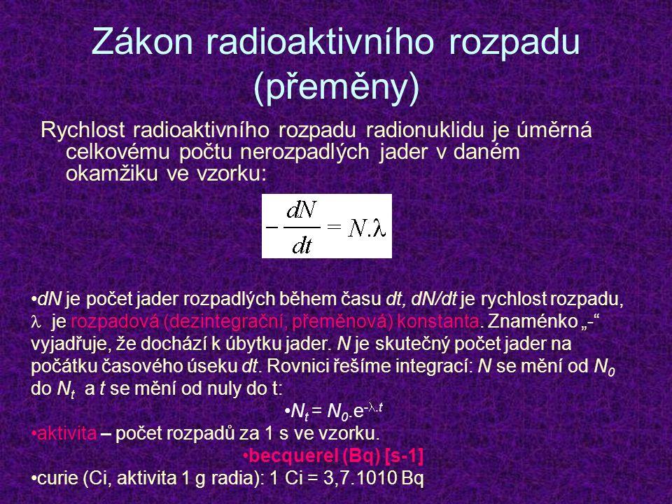 Zákon radioaktivního rozpadu (přeměny) Rychlost radioaktivního rozpadu radionuklidu je úměrná celkovému počtu nerozpadlých jader v daném okamžiku ve vzorku: dN je počet jader rozpadlých během času dt, dN/dt je rychlost rozpadu, je rozpadová (dezintegrační, přeměnová) konstanta.