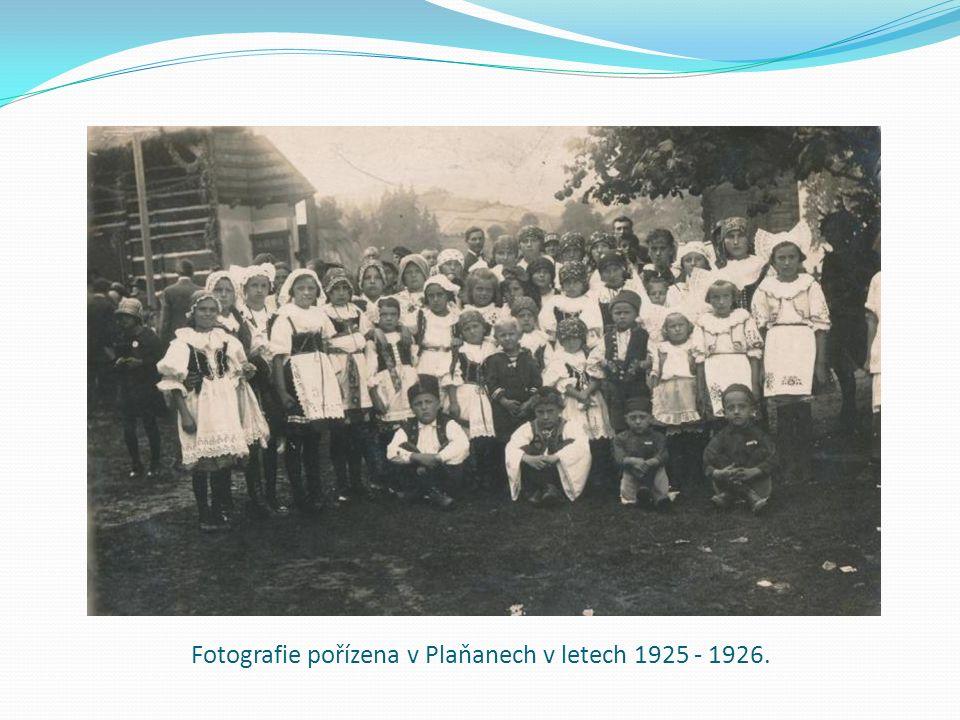 Fotografie pořízena v Plaňanech v letech 1925 - 1926.