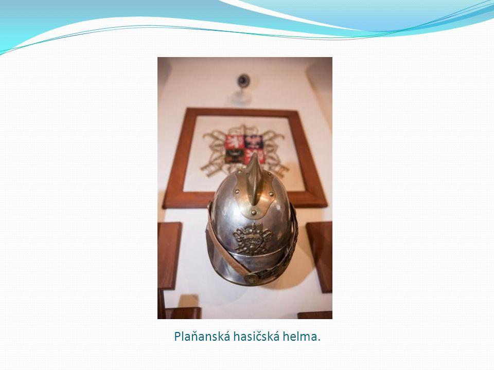 Plaňanská hasičská helma.