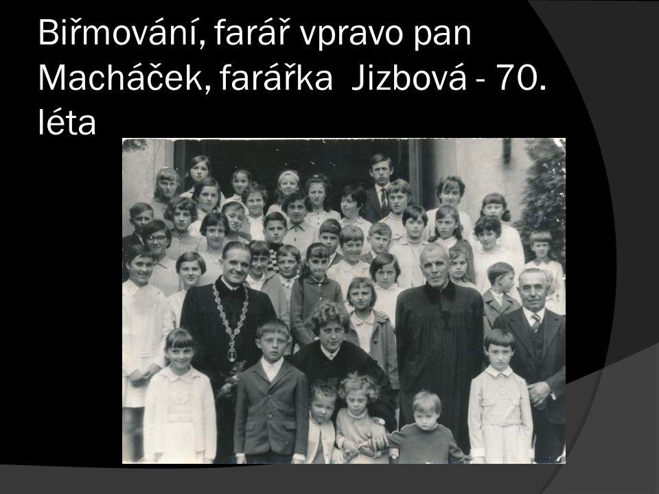 Biřmování, farář vpravo pan Macháček, farářka Jizbová - 70. léta