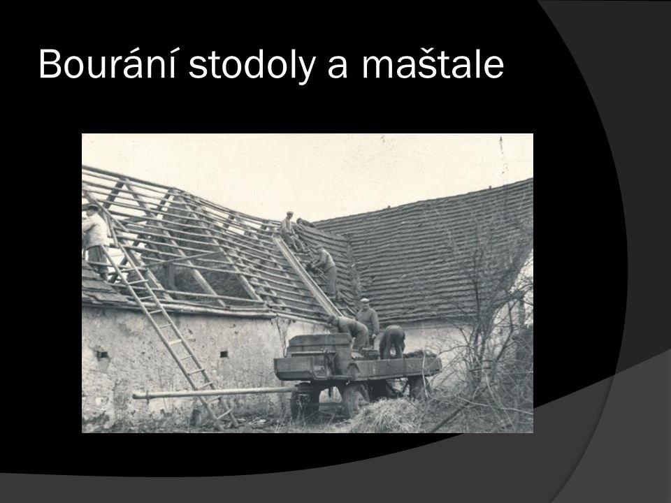 Bourání stodoly a maštale