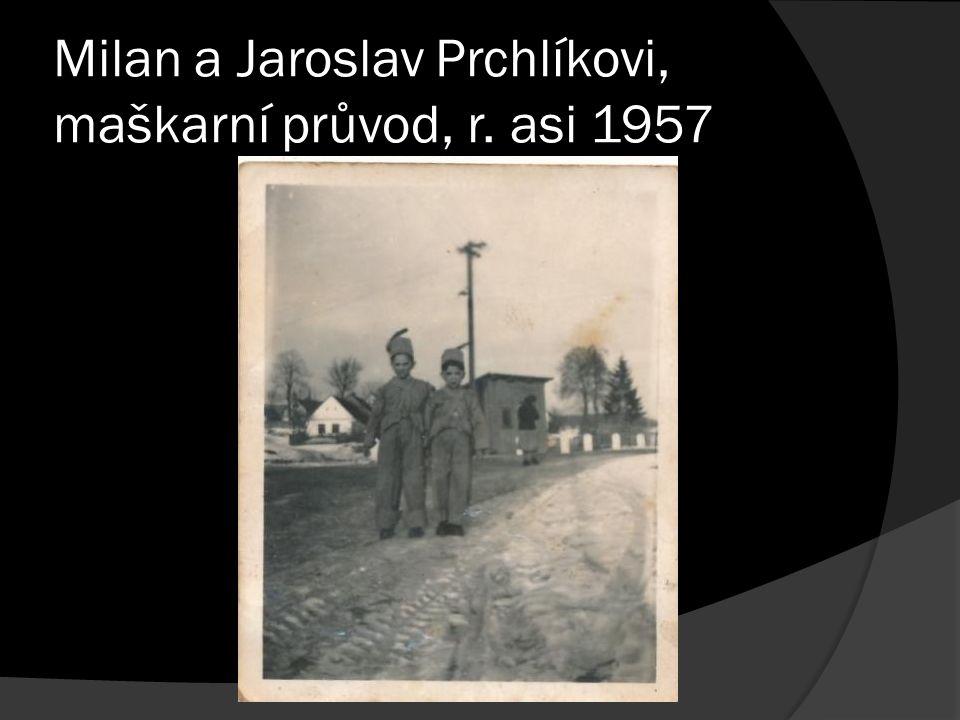 Milan a Jaroslav Prchlíkovi, maškarní průvod, r. asi 1957