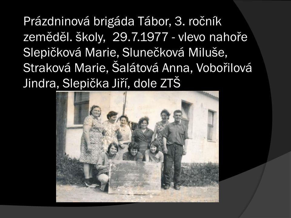 Prázdninová brigáda Tábor, 3. ročník zeměděl. školy, 29.7.1977 - vlevo nahoře Slepičková Marie, Slunečková Miluše, Straková Marie, Šalátová Anna, Vobo