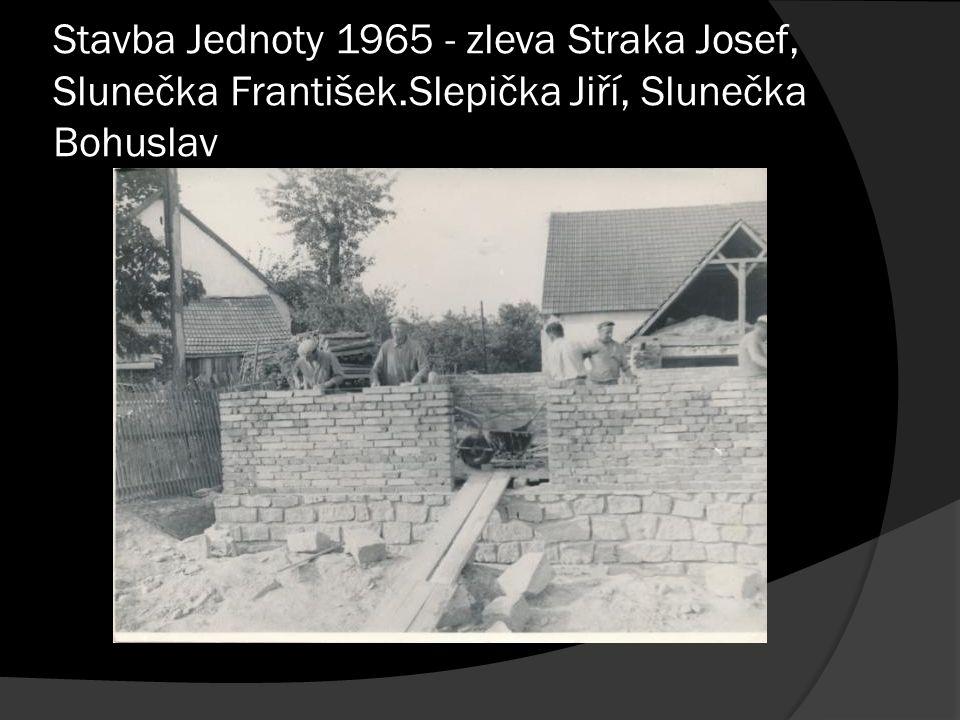 Stavba Jednoty 1965 - zleva Straka Josef, Slunečka František.Slepička Jiří, Slunečka Bohuslav