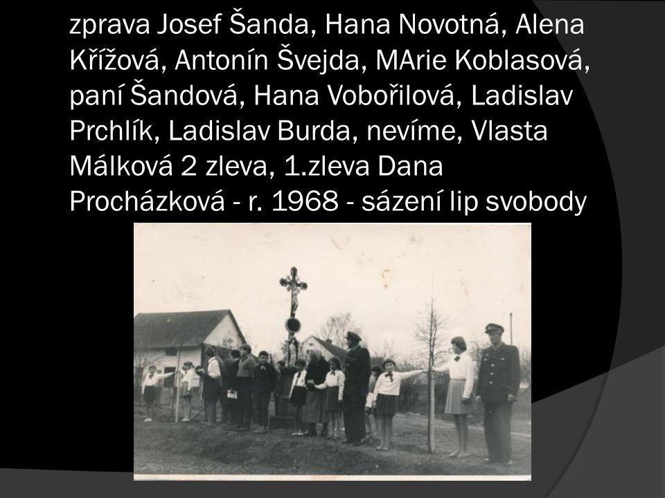 JZD Jedlany - okopávání buríny - 1.zleva Borkovcová, 3.