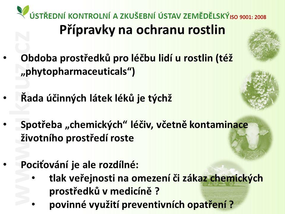 """O ÚSTŘEDNÍ KONTROLNÍ A ZKUŠEBNÍ ÚSTAV ZEMĚDĚLSKÝ www.ukzuz.cz ISO 9001: 2008 Přípravky na ochranu rostlin Obdoba prostředků pro léčbu lidí u rostlin (též """"phytopharmaceuticals ) Řada účinných látek léků je týchž Spotřeba """"chemických léčiv, včetně kontaminace životního prostředí roste Pociťování je ale rozdílné: tlak veřejnosti na omezení či zákaz chemických prostředků v medicíně ."""