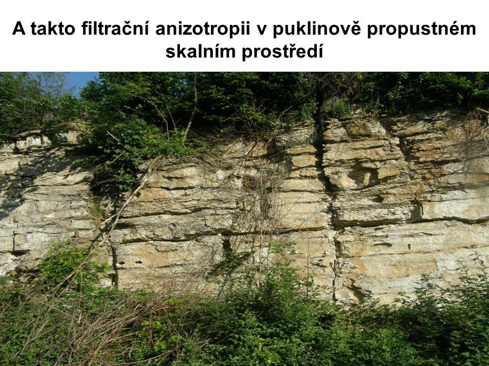 A takto filtrační anizotropii v puklinově propustném skalním prostředí