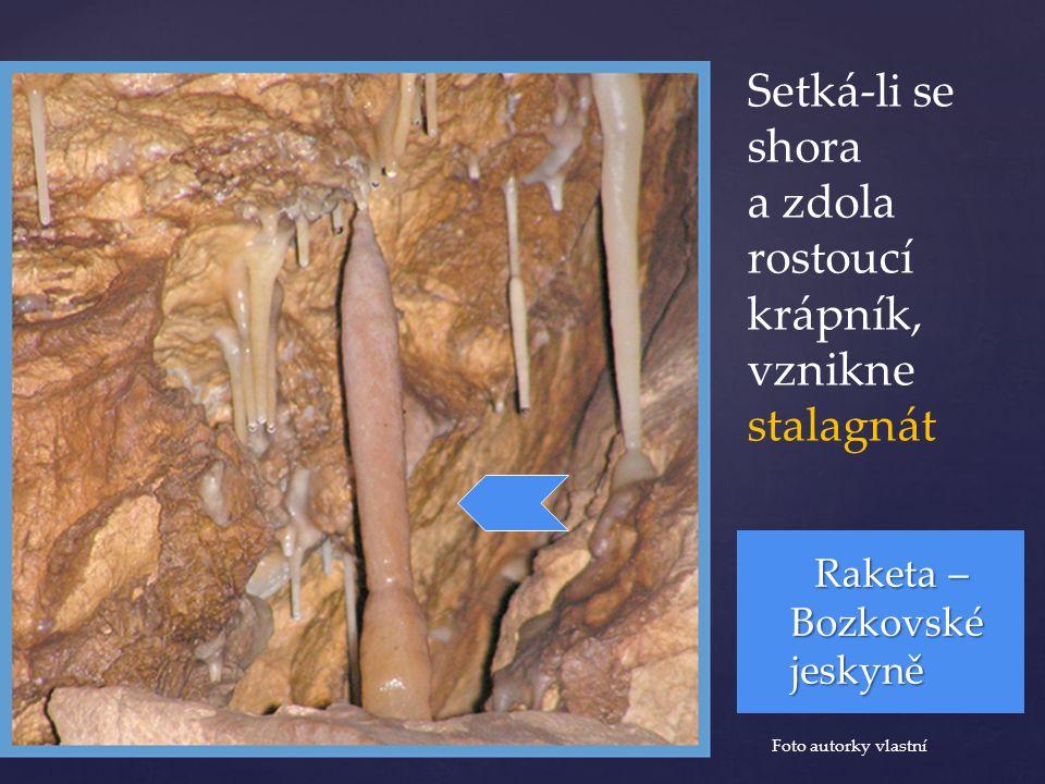 Setká-li se shora a zdola rostoucí krápník, vznikne stalagnát Raketa – Bozkovské jeskyně Foto autorky vlastní