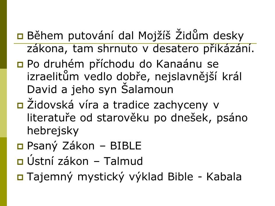  Během putování dal Mojžíš Židům desky zákona, tam shrnuto v desatero přikázání.