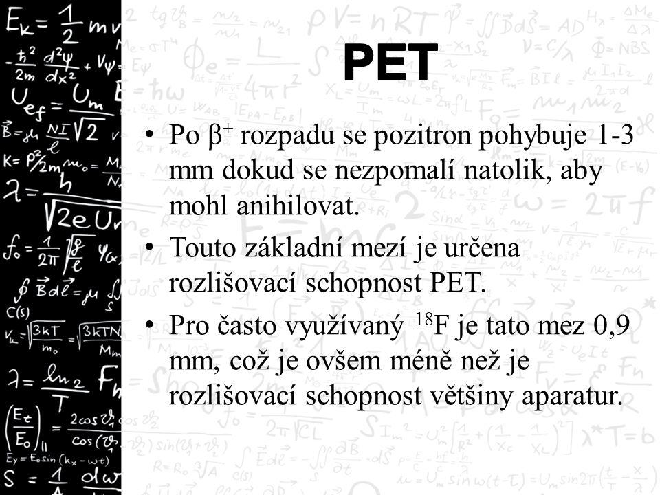 Po β + rozpadu se pozitron pohybuje 1-3 mm dokud se nezpomalí natolik, aby mohl anihilovat. Touto základní mezí je určena rozlišovací schopnost PET. P