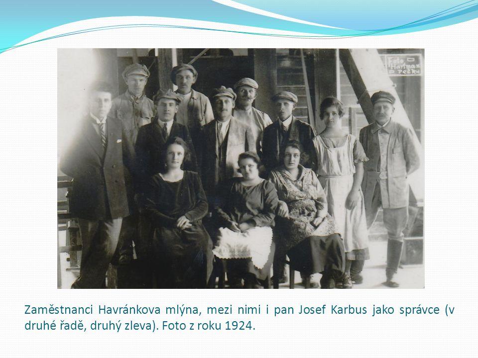 Zaměstnanci Havránkova mlýna, mezi nimi i pan Josef Karbus jako správce (v druhé řadě, druhý zleva).