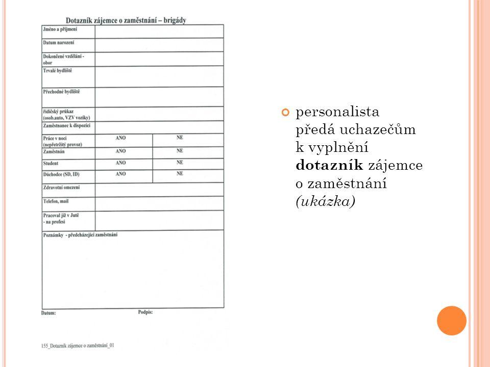 personalista předá uchazečům k vyplnění dotazník zájemce o zaměstnání (ukázka)