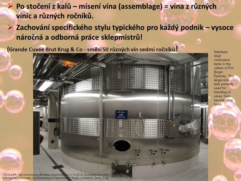  Po stočení z kalů – mísení vína (assemblage) = vína z různých vinic a různých ročníků.