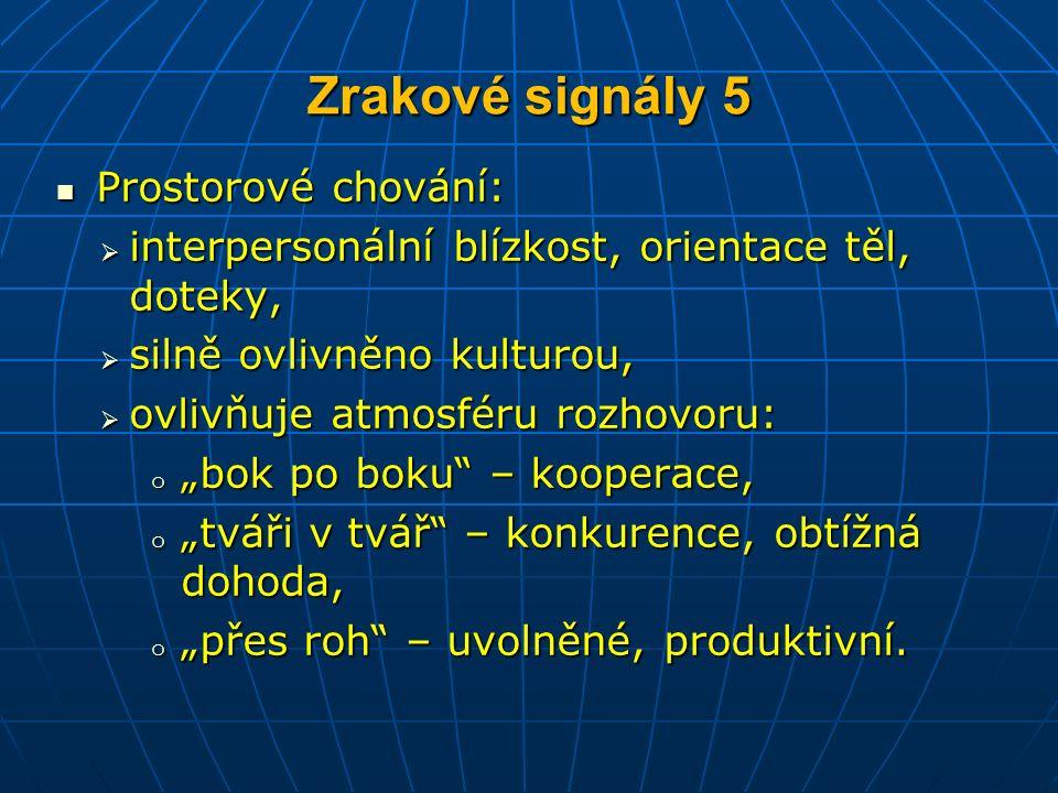 """Zrakové signály 5 Prostorové chování: Prostorové chování:  interpersonální blízkost, orientace těl, doteky,  silně ovlivněno kulturou,  ovlivňuje atmosféru rozhovoru: o """"bok po boku – kooperace, o """"tváři v tvář – konkurence, obtížná dohoda, o """"přes roh – uvolněné, produktivní."""