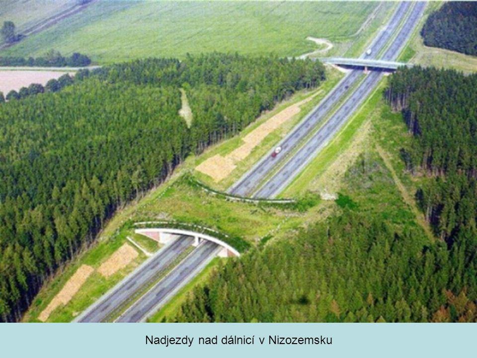 Nadjezdy nad dálnicí v Nizozemsku