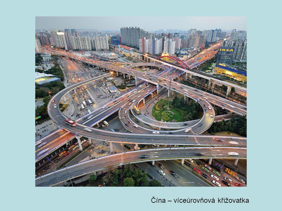 Čína – víceúrovňová křižovatka