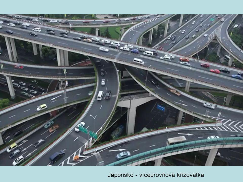Japonsko - víceúrovňová křižovatka