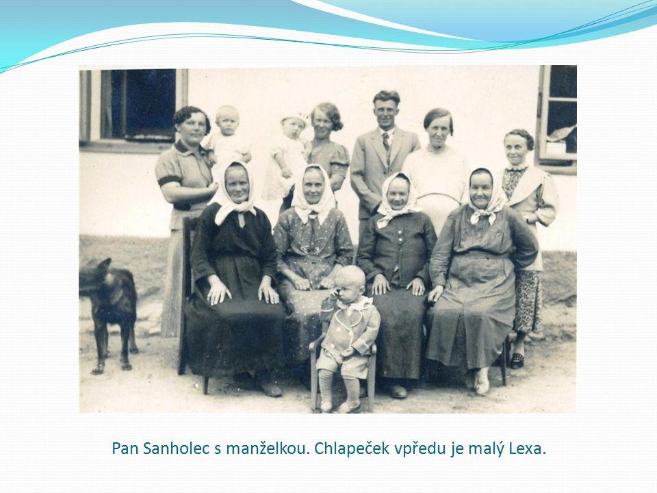 Pan Sanholec s manželkou. Chlapeček vpředu je malý Lexa.