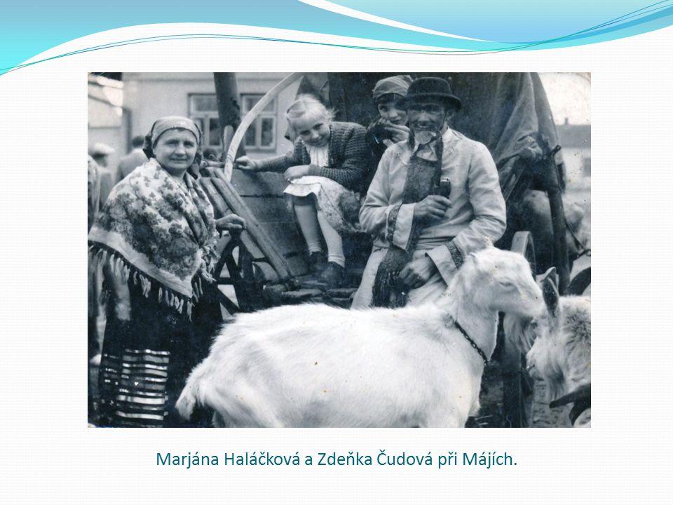 Marjána Haláčková a Zdeňka Čudová při Májích.