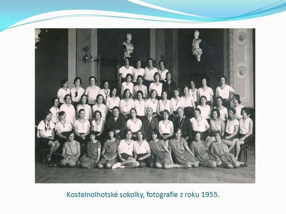 Kostelnolhotské sokolky, fotografie z roku 1955.