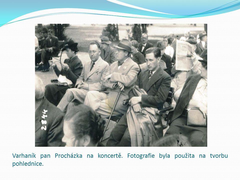 Varhaník pan Procházka na koncertě. Fotografie byla použita na tvorbu pohlednice.