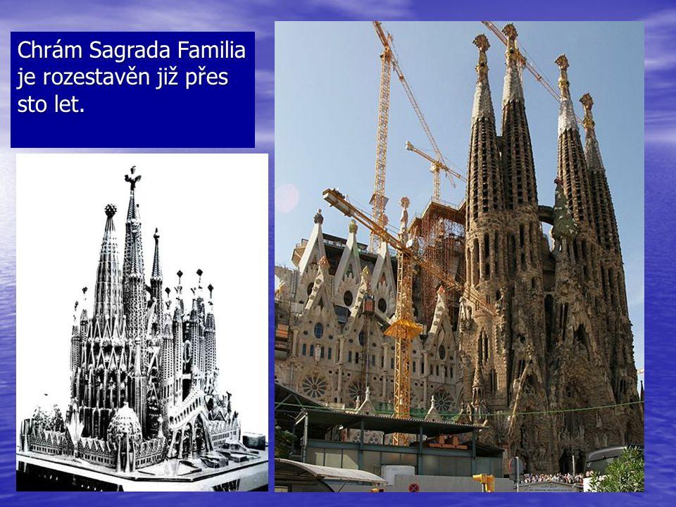 Chrám Sagrada Familia je rozestavěn již přes sto let.