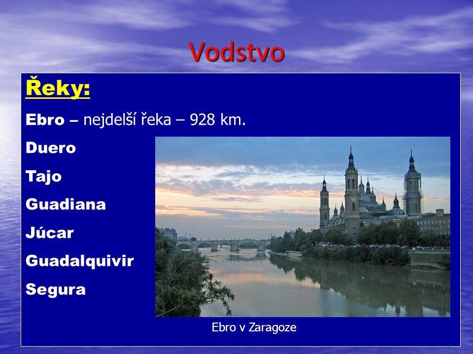 Vodstvo Řeky: Ebro – nejdelší řeka – 928 km.