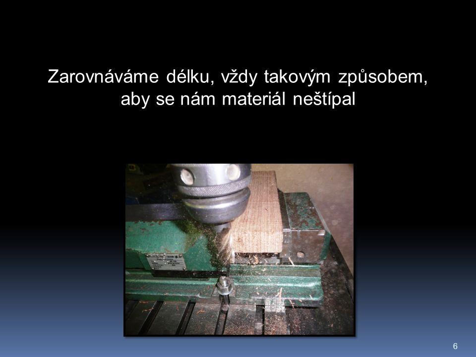 7 Taky plochu dřeva zarovnáme na stejnou sílu po celé délce.