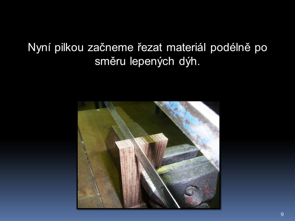 9 Nyní pilkou začneme řezat materiál podélně po směru lepených dýh.