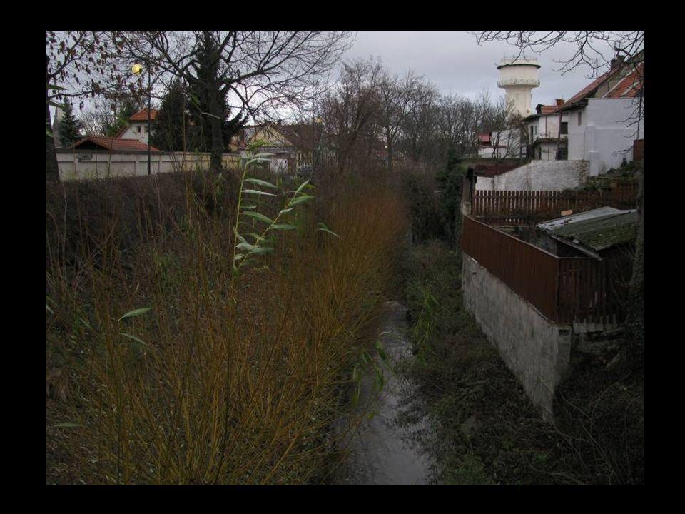 Ve městě jsou dodnes dva obranné vodní příkopy.