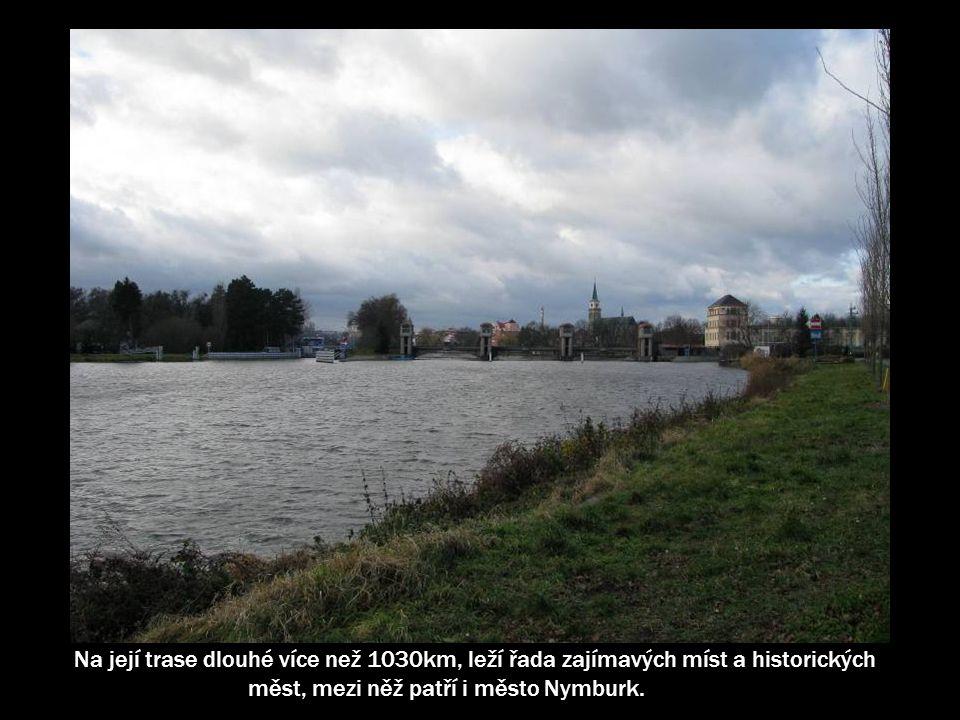 Dálková trasa Labská stezka začíná na horním toku řeky v Krkonoších a pokračuje až do Hamburku v Německu, kde se Labe vlévá do Severního moře.
