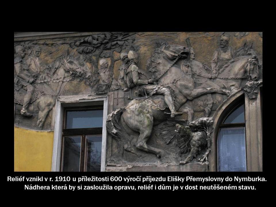 Sochař Karel Novák se například podílel na výzdobě exteriéru Obecního domu v Praze.