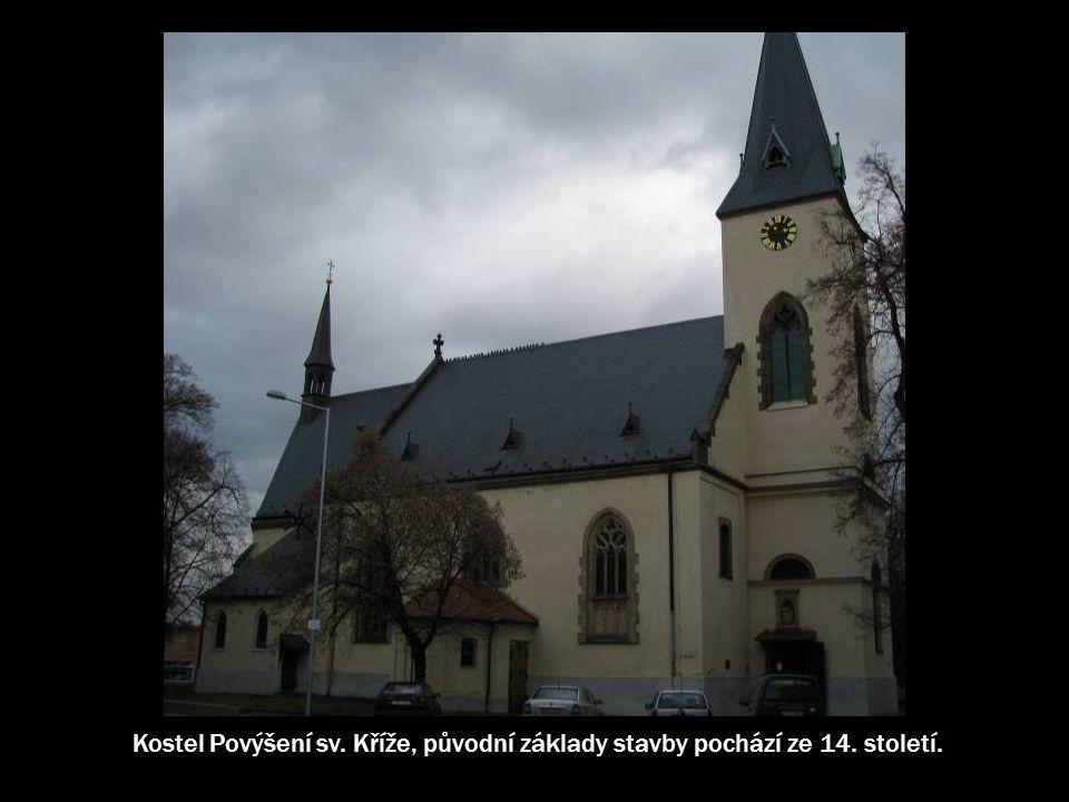 V roce 1905 označil německý statkář a proslavený proutkař von Bullow na vnitřním nádvoří zámku pramen, který zde byl skutečně nalezen a navrtán v hloubce 96,7m.