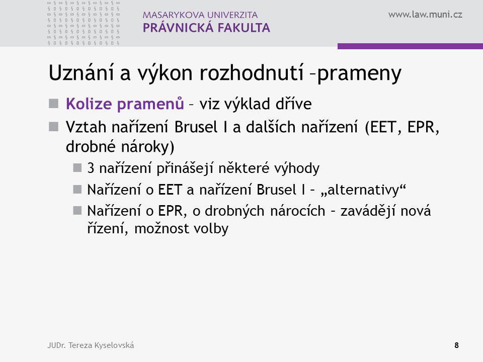 www.law.muni.cz Prohlášení vykonatelnosti Řízení o prohlášení vykonatelnosti = specifické řízení, jehož smyslem je ověřit, zda cizí rozhodnutí splňuje vymezené formální náležitosti Návrh na prohlášení vykonatelnosti (článek 39) Řízení v 1.