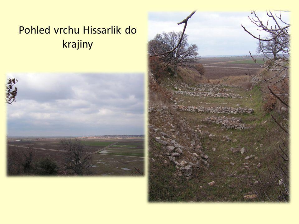 Pohled vrchu Hissarlik do krajiny