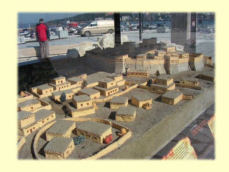 Při archeologickém průzkumu se zjistilo, že místo bylo osídleno v průběhu několika tisíciletí.