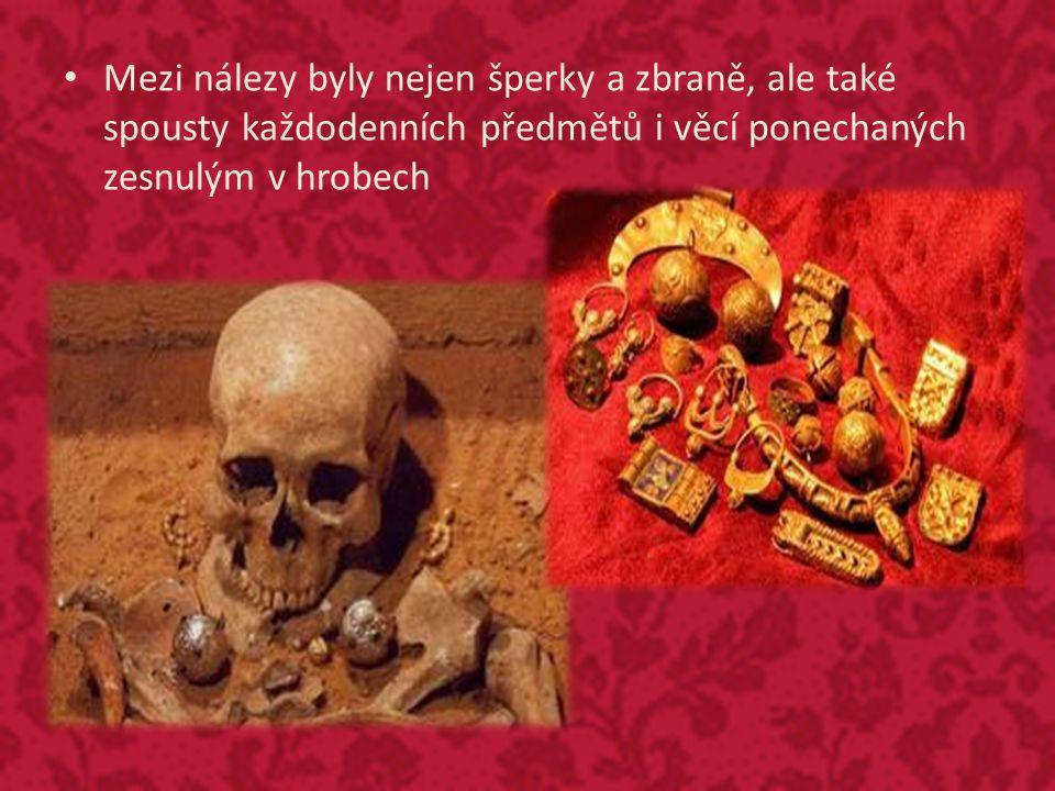 Mezi nálezy byly nejen šperky a zbraně, ale také spousty každodenních předmětů i věcí ponechaných zesnulým v hrobech
