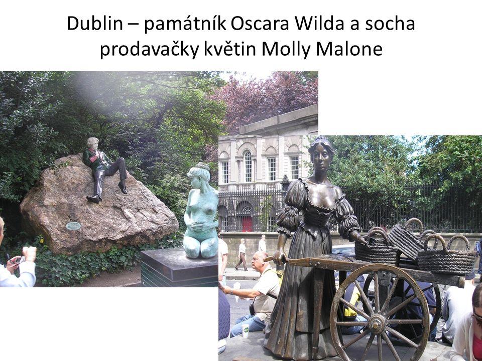 Dublin – památník Oscara Wilda a socha prodavačky květin Molly Malone