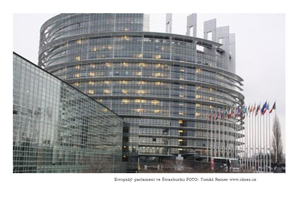 EVROPSKÁ RADA Zasedání Evropské rady jsou v podstatě vrcholné schůzky vedoucích představitelů členských států.