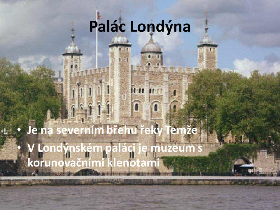 Palác Londýna Je na severním břehu řeky Temže V Londýnském paláci je muzeum s korunovačními klenotami