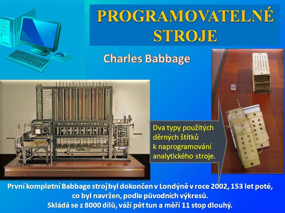 Dva typy použitých děrných štítků k naprogramování analytického stroje. První kompletní Babbage stroj byl dokončen v Londýně v roce 2002, 153 let poté