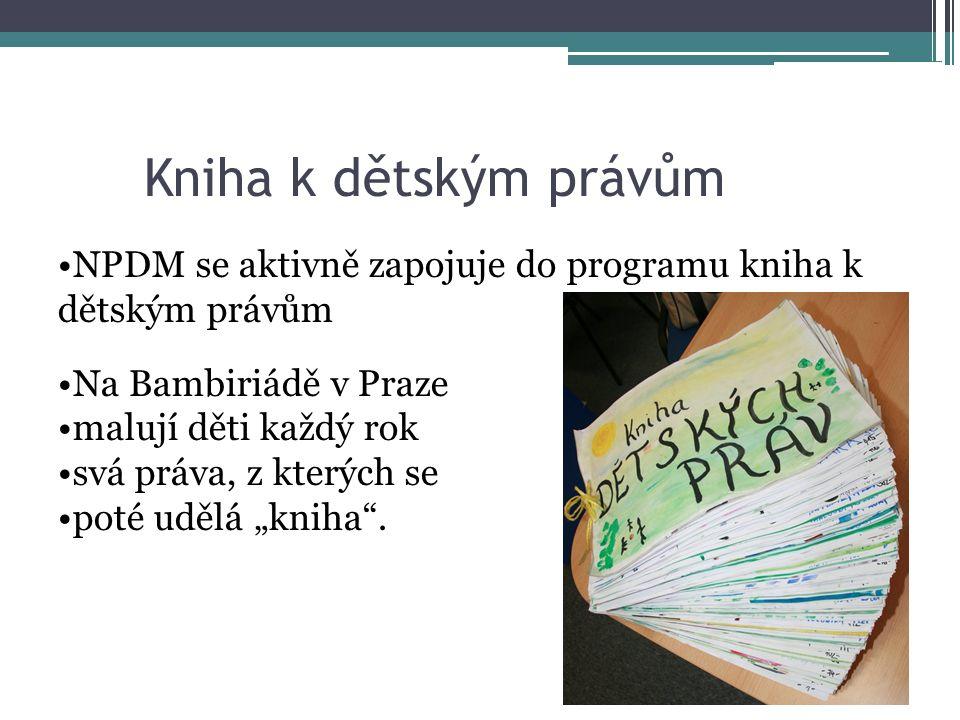 """Kniha k dětským právům NPDM se aktivně zapojuje do programu kniha k dětským právům Na Bambiriádě v Praze malují děti každý rok svá práva, z kterých se poté udělá """"kniha ."""