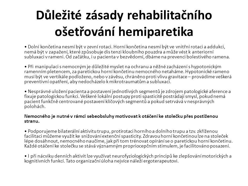 Důležité zásady rehabilitačního ošetřování hemiparetika Dolní končetina nesmí být v zevní rotaci.