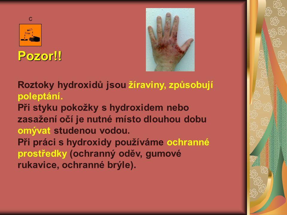 Pozor!. Roztoky hydroxidů jsou žíraviny, způsobují poleptání.
