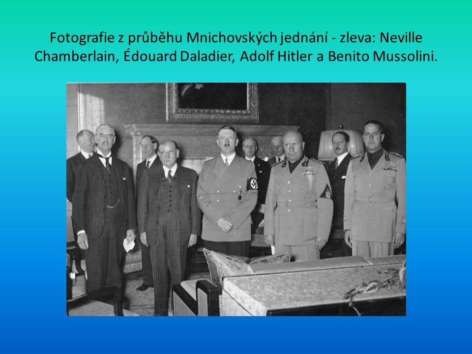Fotografie z průběhu Mnichovských jednání - zleva: Neville Chamberlain, Édouard Daladier, Adolf Hitler a Benito Mussolini.